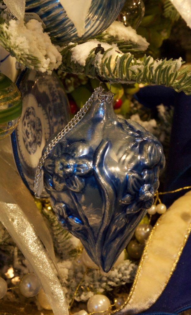 10-17-3-zip-tied-ornament